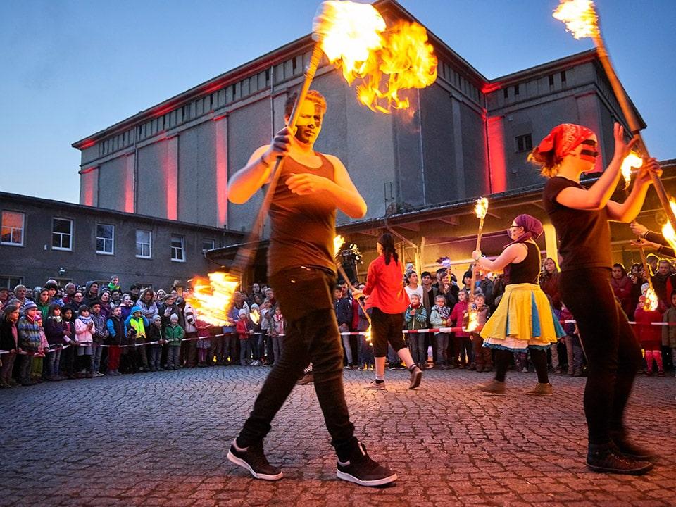 Der CYRKUS entzündet mit einer zur Tradition gewordenen Show das Feuer © Jörg Gläscher